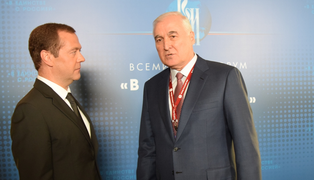 Леонид Тибилов встретился с Дмитрием Медведевым в рамках всемирного форума  «В единстве с Россией»