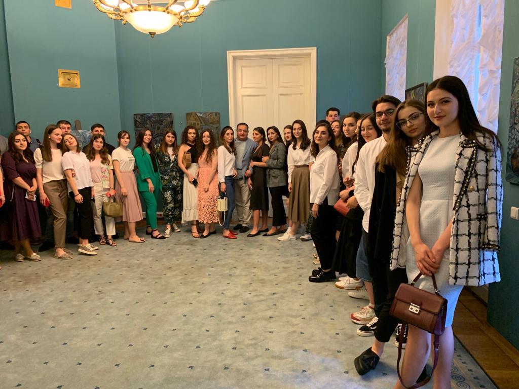 Знаур Гассиев провел встречу с югоосетинскими студентами