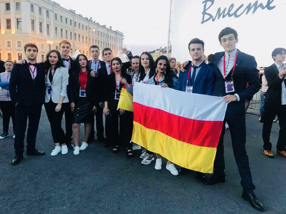 Выпускники из Южной Осетии впервые стали гостями фестиваля «Алые паруса»